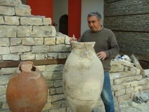Dəmirçi kəndinin yaxınlığında qədim türk tayfalarına aid küplər aşkarlanıb.