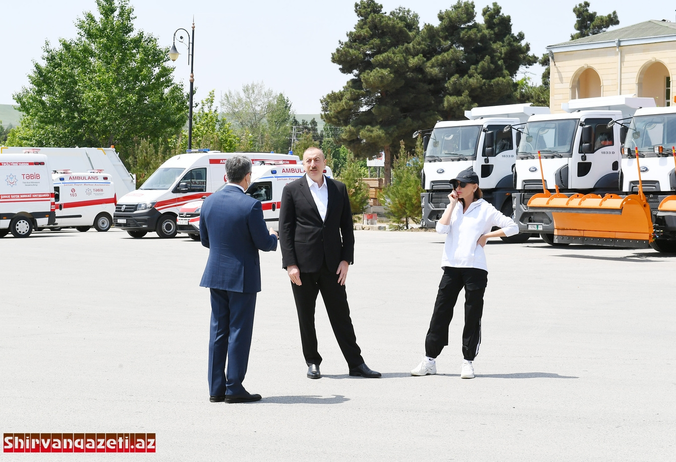 İlham Əliyev Şamaxı rayonuna ayrılan nəqliyyat vasitələri və xüsusi texnikalara baxıb