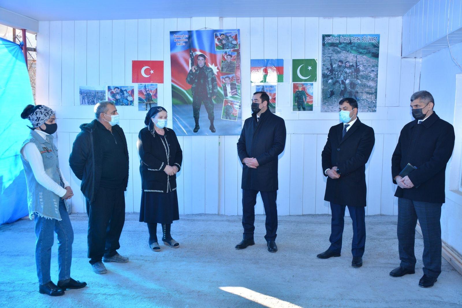 Rayon icra hakimiyyətinin başçısı növbəti dəfə şəhid ailələrini ziyarət edib