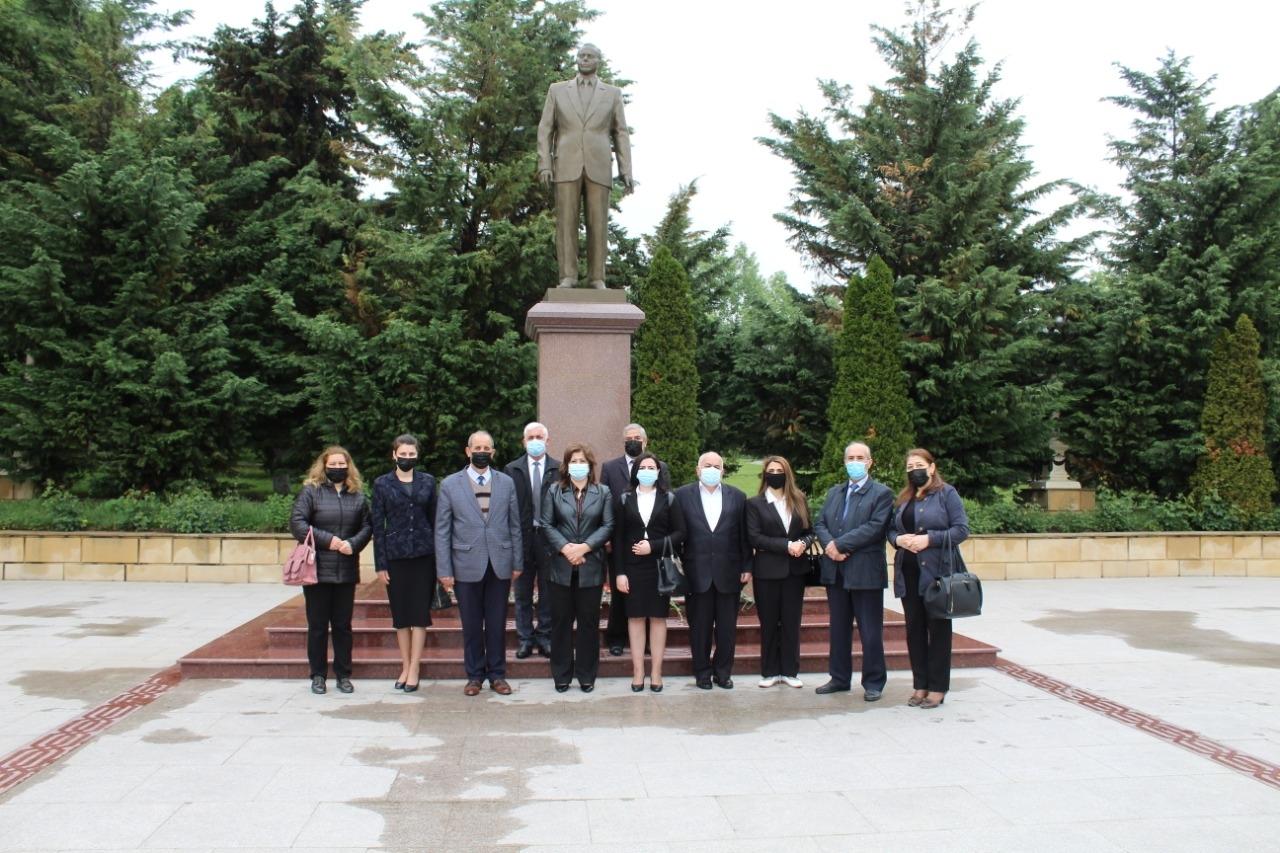 Ulu Öndər Heydər Əliyevin abidəsi ziyarət olundu