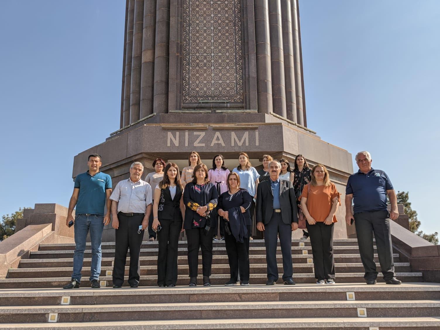 Nizami Məqbərəsinə ziyarət