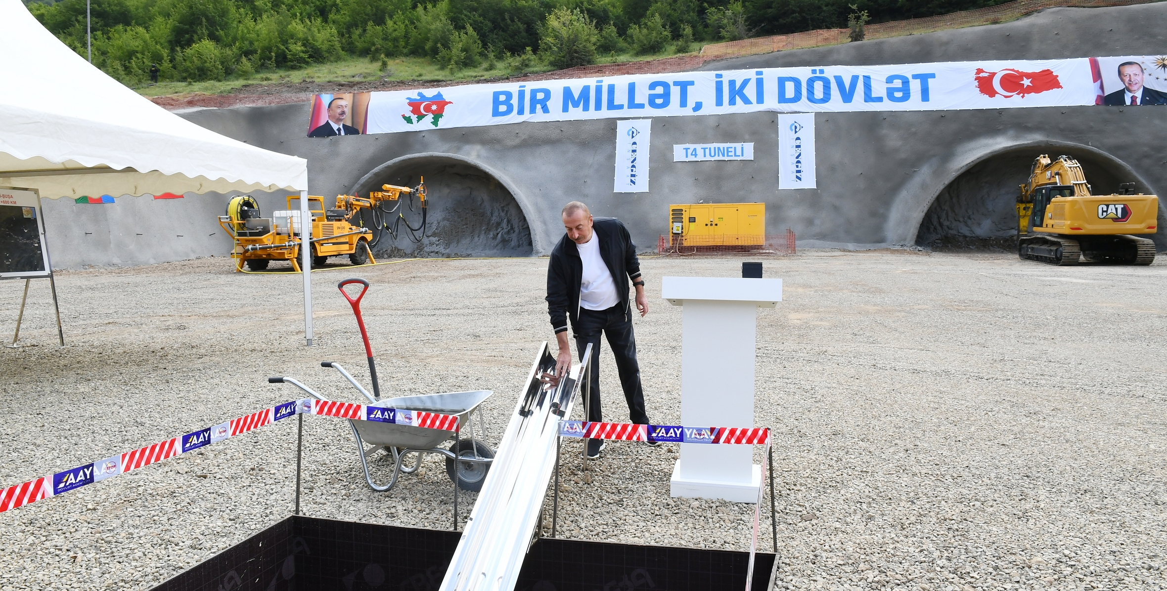 İlham Əliyev Əhmədbəyli-Füzuli-Şuşa avtomobil yolunda inşa olunacaq tunelin təməlini qoyub