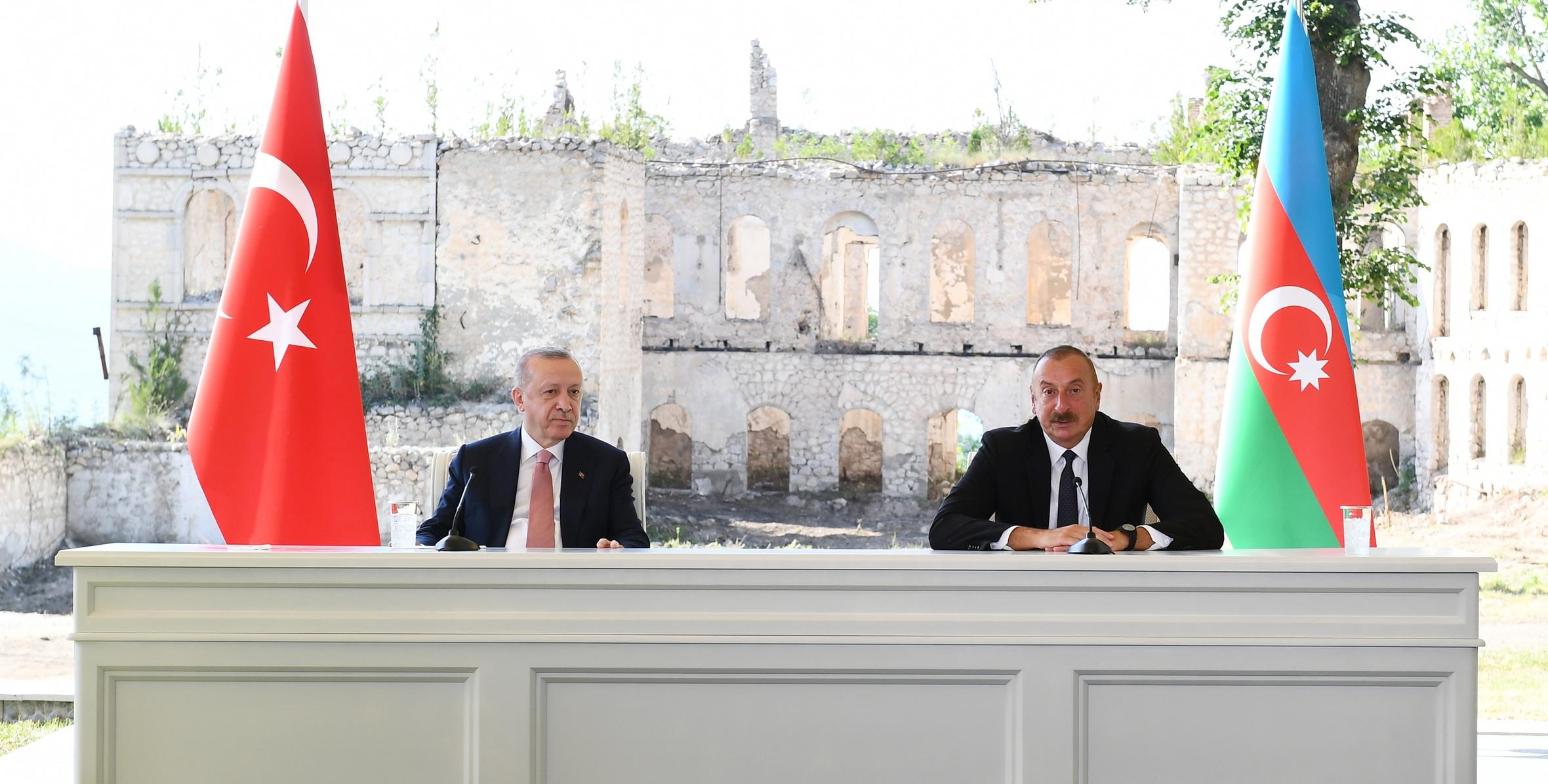 Azərbaycan və Türkiyə prezidentləri mətbuata birgə bəyanatlarla çıxış edirlər