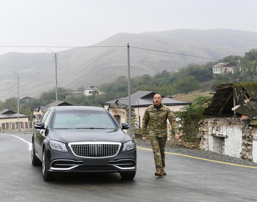 Prezident İlham Əliyev Tərtər rayonunun Talış kəndində Azərbaycan bayrağını ucaldıb